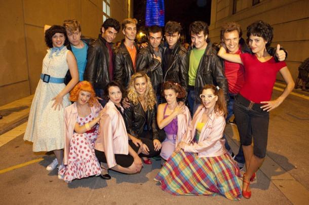 elenco del musical grease en barcelona