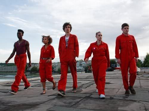 misfits serie televisión británica