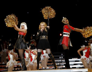 http://yosoyaletorro.files.wordpress.com/2012/02/madonna-nicki-minaj-mia-superbowl-2012-give-me-all-your-luvin.jpg